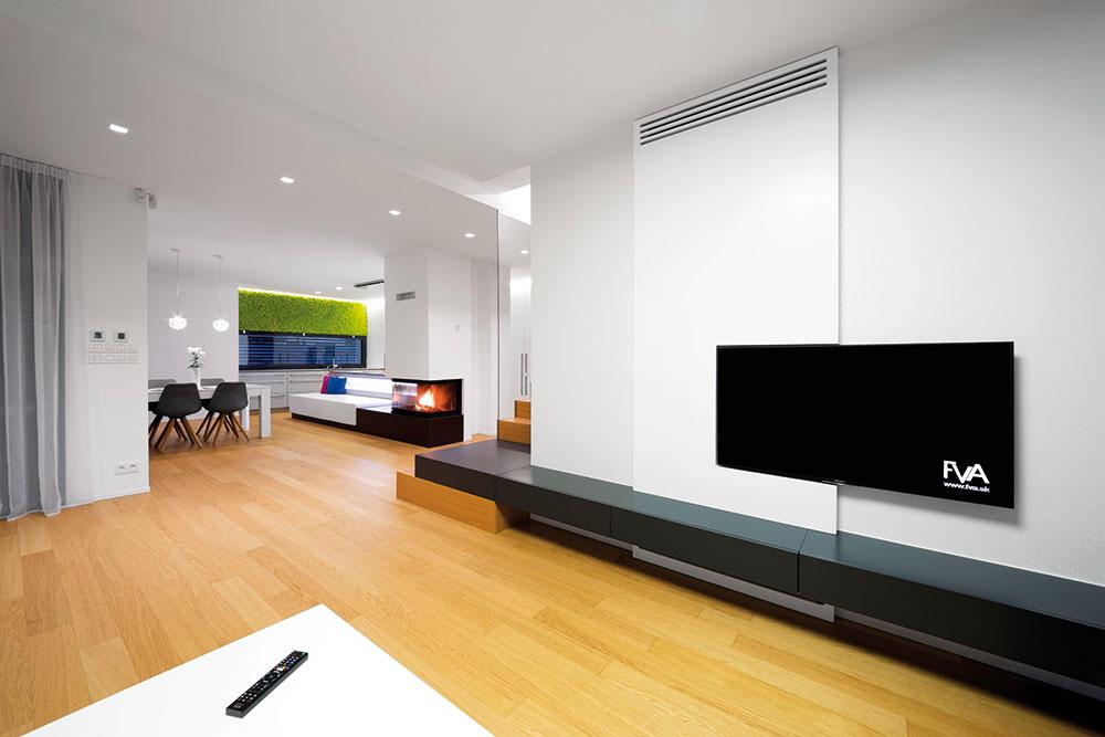 Kuchyňa, jedáleň aobývačka tvoria jeden otvorený priestor, ktorý na juhozápadnej strane dopĺňa terasa svýhľadom na pozemok.