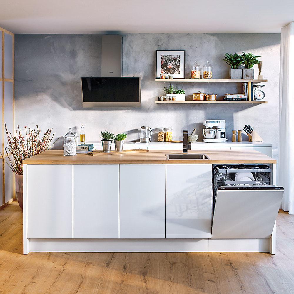 Štýl 6 IBA POLICE  Čoraz obľúbenejším riešením sú vmoderných kuchyniach jednoduché police umiestnené vdvojrade či trojrade nad sebou. Namontované na konzoly alebo zapustené vstene poskytujú dokonalý prehľad otom, čo kde máte uložené. Široký výber kuchýň – od moderných po tradičné – ponúka Gorenje.sk.