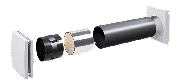 """inVENTer  Je necentrálny vetrací systém bez potrubných rozvodov, osadený priamo do obvodovej steny, so spätným získavaním tepla súčinnosťou až 91 %. Systém pracuje v70-sekundových cykloch, vktorých sa strieda odsávanie vydýchaného vzduchu zmiestnosti anasávanie čerstvého vzduchu zexteriéru. Jeho súčasťou je keramický akumulátor, ktorý odoberá teplo zteplého odvádzaného vzduchu aodovzdáva ho chladnému privádzanému. Vlete prirodzene funguje tento systém opačne ateplo """"ostáva vonku"""".   www.atrium-sk.sk"""