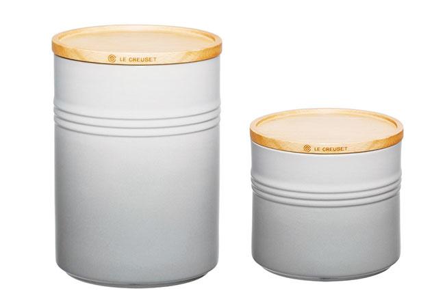 Dózy od značky Le Creuset, keramika, objem: 2,1 l (veľká), 1,4 l (stredná), od 32,95 €, www.bellatavola.sk