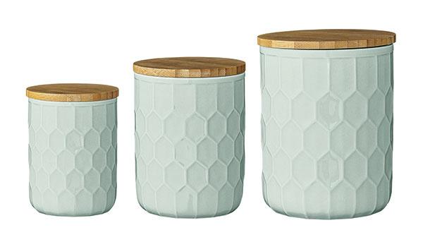 Keramické dózy Mint od značky Bloomingville, keramika, bambusový vrchnák, rozmery: priemer 13, 11 a 9 cm, výška  16,5, 14 a 11,5 cm, 38,70 €, www.auramarket.sk