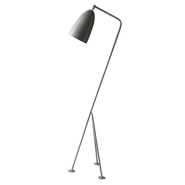 STOJACIA LAMPA Gräshoppa od značky Gubi, lakovaná oceľ, výška 125,5 cm, 749 €, www.designville.sk