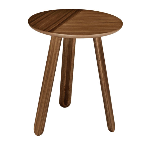 STOLÍK Paper Table od značky Gubi, orechové drevo, výška 50 cm, priemer 42 cm, 289 €, www.designville.sk