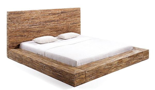 POSTEĽ, masívne drevo, 110 × 230 × 235 cm, 1 400 €, www.sobnabytek.cz