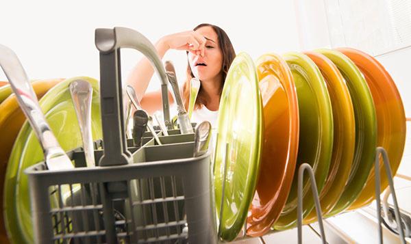 Najjednoduchší spôsob, ako vyčistiť umývačku riadu (VIDEO)