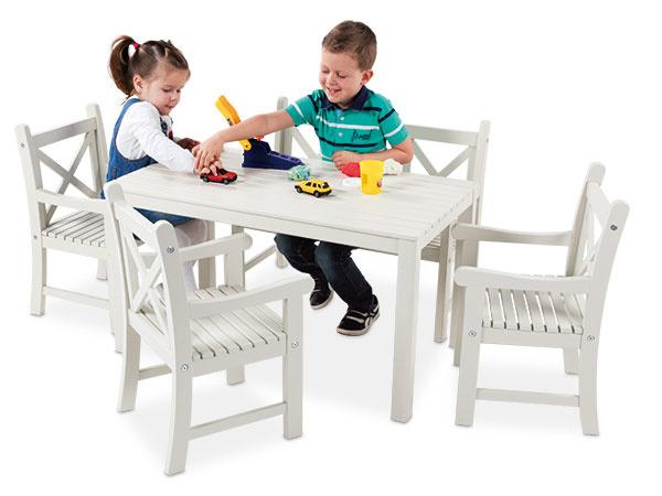 Detský nábytok Mickey Zabudnite na plast alebo kov, aj vaše ratolesti si zaslúžia kvalitný nábytok z dreva. Rad detského nábytku Mickey spĺňa najvyššie nároky na dizajn a pritom je príjemne jednoduchý na pohľad. Nábytok navyše môžete použiť nielen na terase nebo záhrade, ale pokojne aj v detskej izbe. Biela farba umocňuje čistý štýlový dojem a bude krásne ladiť s farebnými kobercami a hračkami. Viac informácií na www.mountfield.sk