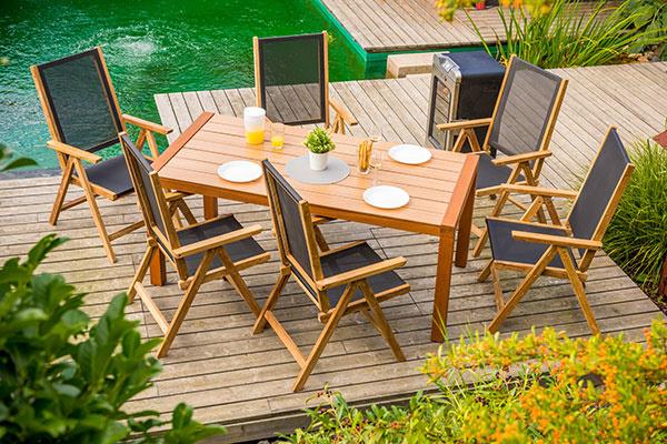 Teakový záhradný nábytok Venice Svieži a vzdušný dizajn sluší aj drevenému nábytku z takého odolného dreva, akým je teak. Rad nábytku Venice navyše ponúka flexibilný a veľmi trvanlivý výplet z technickej tkaniny Batyline francúzskej značky Serge Ferrari. Funkčný dizajn, o ktorý sa môžete oprieť! Viac informácií na www.mountfield.sk