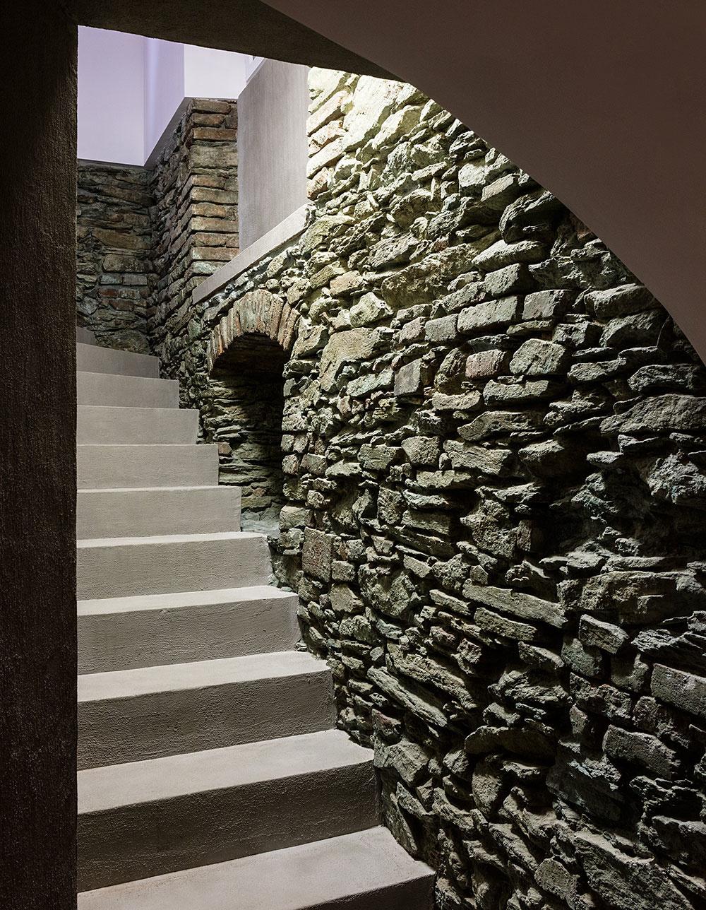 Charizmatická rekonštrukcia bytu v 400-ročnom dome pod hradom