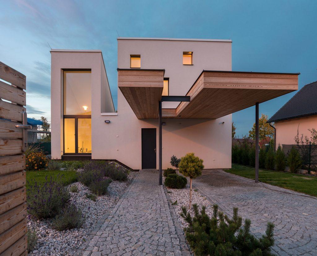 Vďaka slnečnému lieviku splnil rodinný dom prísne kritéria pasívnych domov