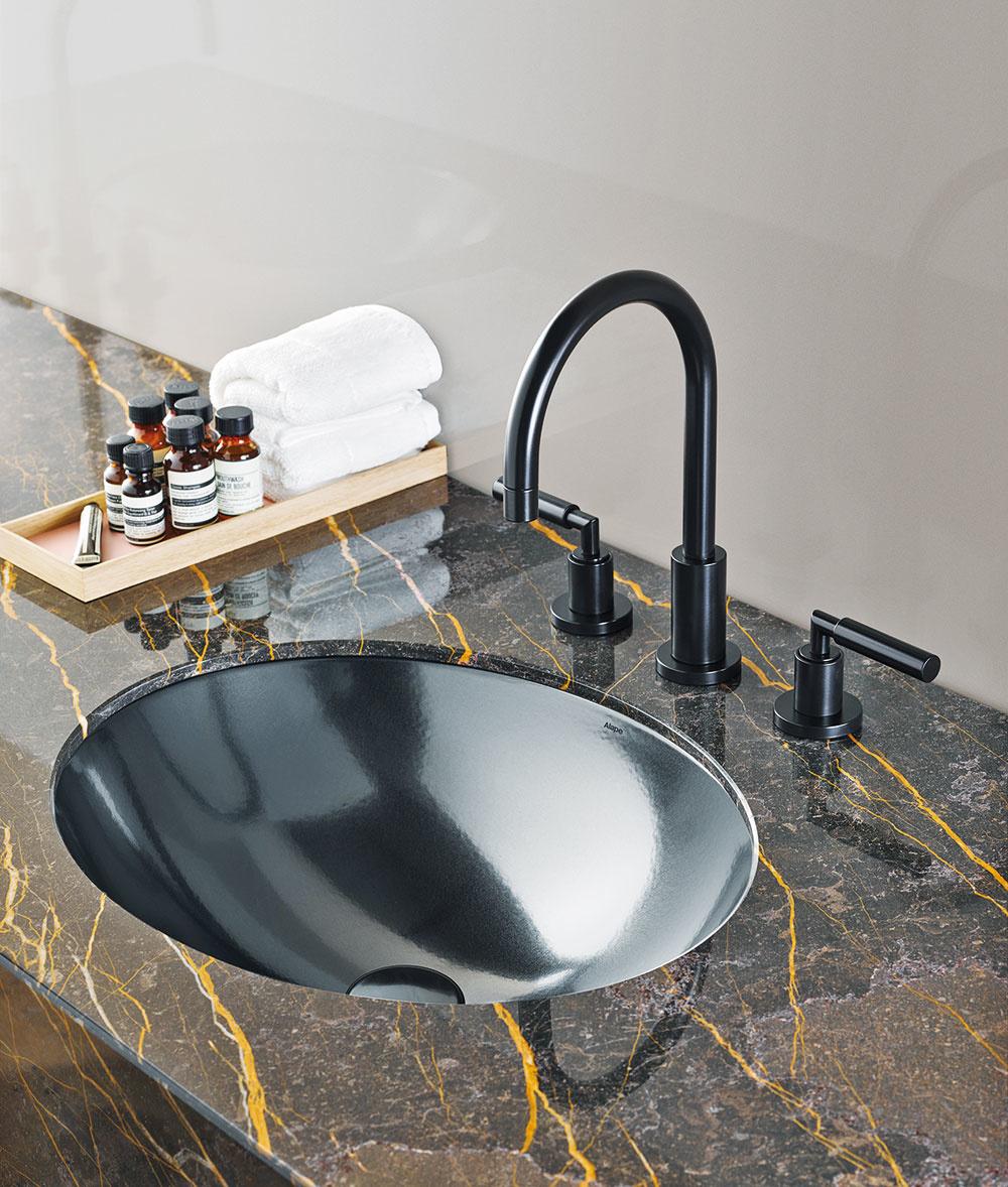 Zapustené UMÝVADLO od značky Alape vnovom povrchovom vyhotovení dark iron zglazovanej ocele dodá každej kúpeľni punc výnimočnosti.