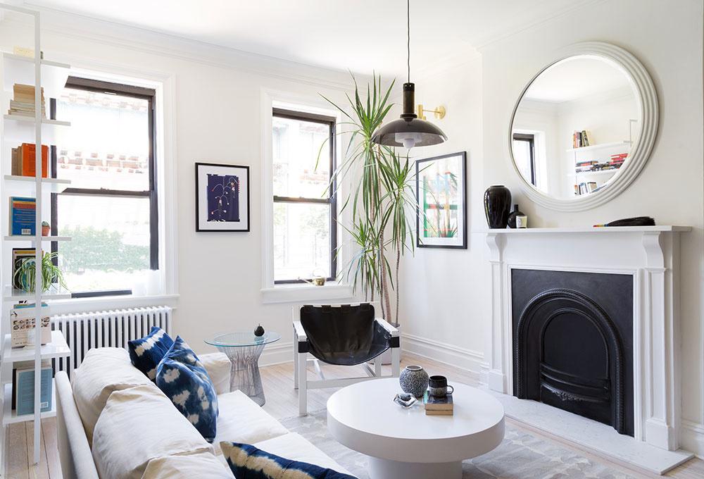 Moderný interiér v štýle vintage: Fascinujúca hra bielej s tmavomodrou