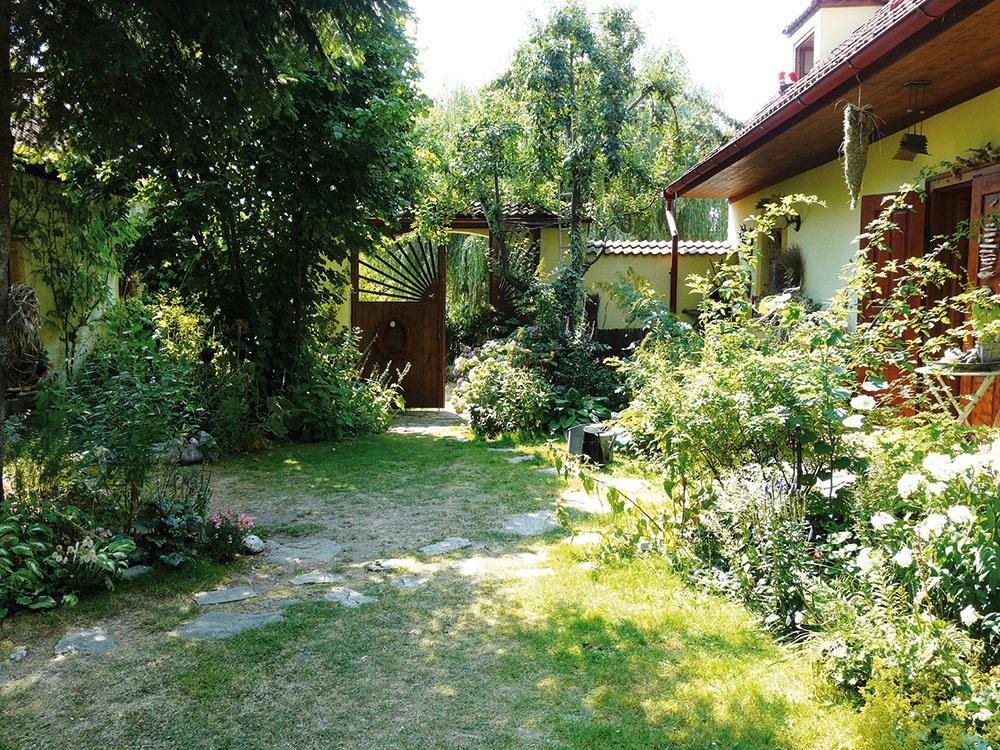 Vidiecka záhrada, ktorá sa vďaka citlivej rekonštrukcii zmenila na raj na zemi