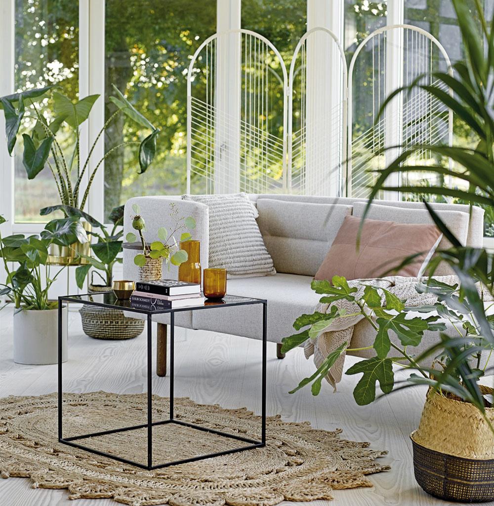 Obklopiť sa vinteriéri zeleňou so sebou prináša mnoho výhod. Nielenže tým podporíte svoje zdravie aoddáte sa prílevu pozitívnej energie, ale zároveň si do bytu vnesiete aj doplnok na jeho skrášlenie. Spoznajte silu správne zvolených izbových rastlín avytvorte si doma svoj zelený kútik, kde načerpáte dobrú energiu.