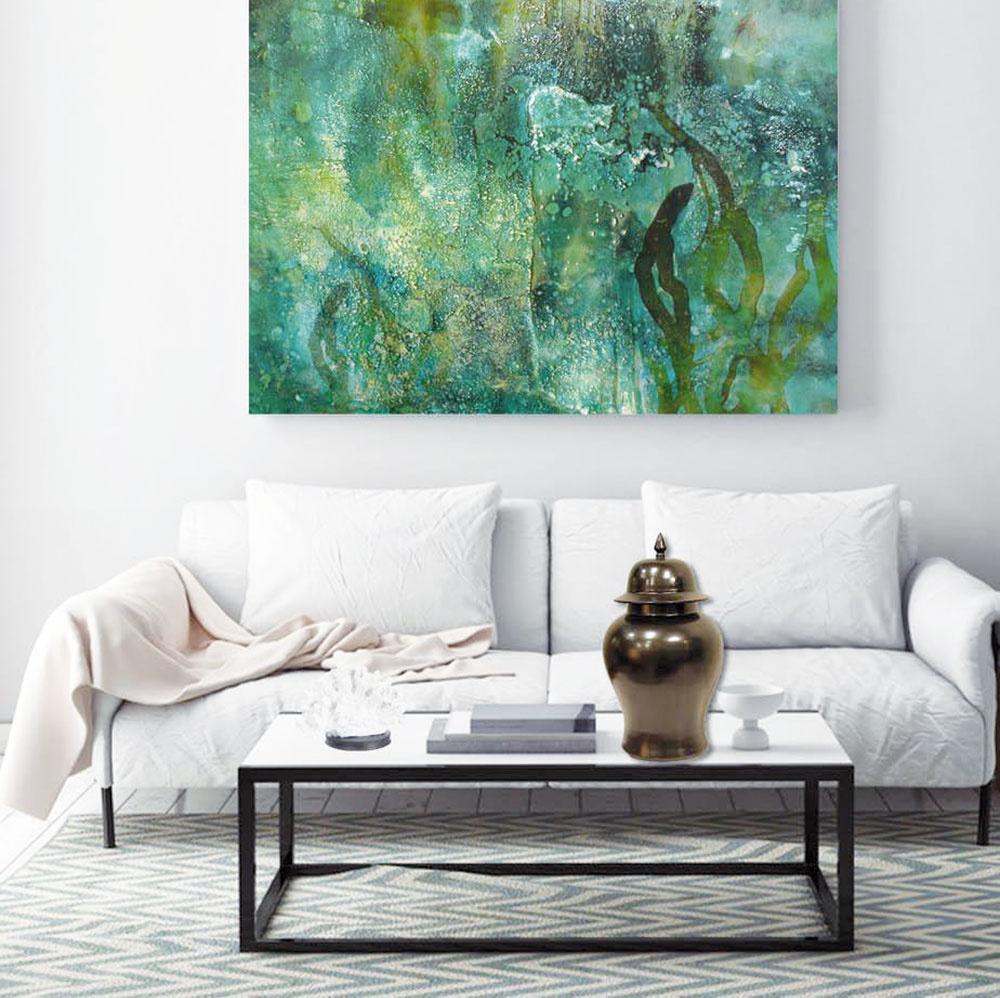Svetlosť priestoru je ideálne skombinovať sdominantným prvkom vo výraznej farbe. Ak ste sa rozhodli pre svetlý interiér obývačky, skvele ho osvieži napríklad zelený obraz. Zelená farba prírody je veľmi optimistická akaždý pohľad na tento kúsok vám prinesie upokojenie očí. Navyše, zelená podporuje dobrý spánok avmiestnosti navodzuje pozitívne pocity adobrú náladu.