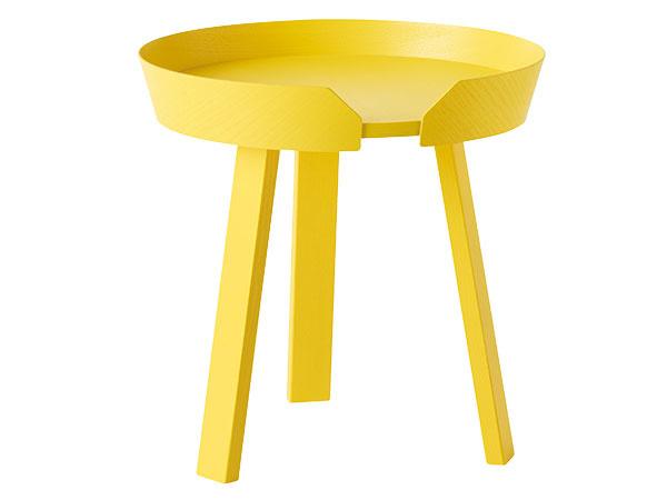 Sobrubou Around od značky Muuto, výška 45 cm, priemer 45 cm, jaseňové drevo, preglejka, viac farieb, 349 €, www.designville.sk