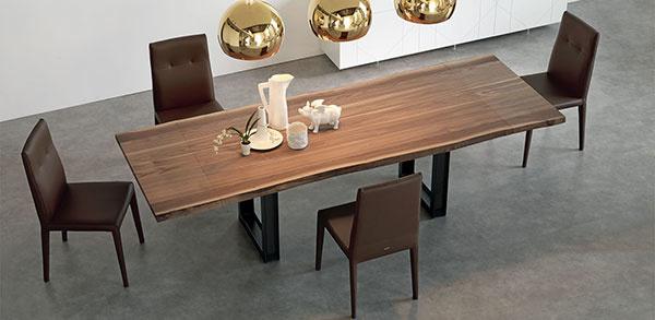 Pri jedálenskom stole