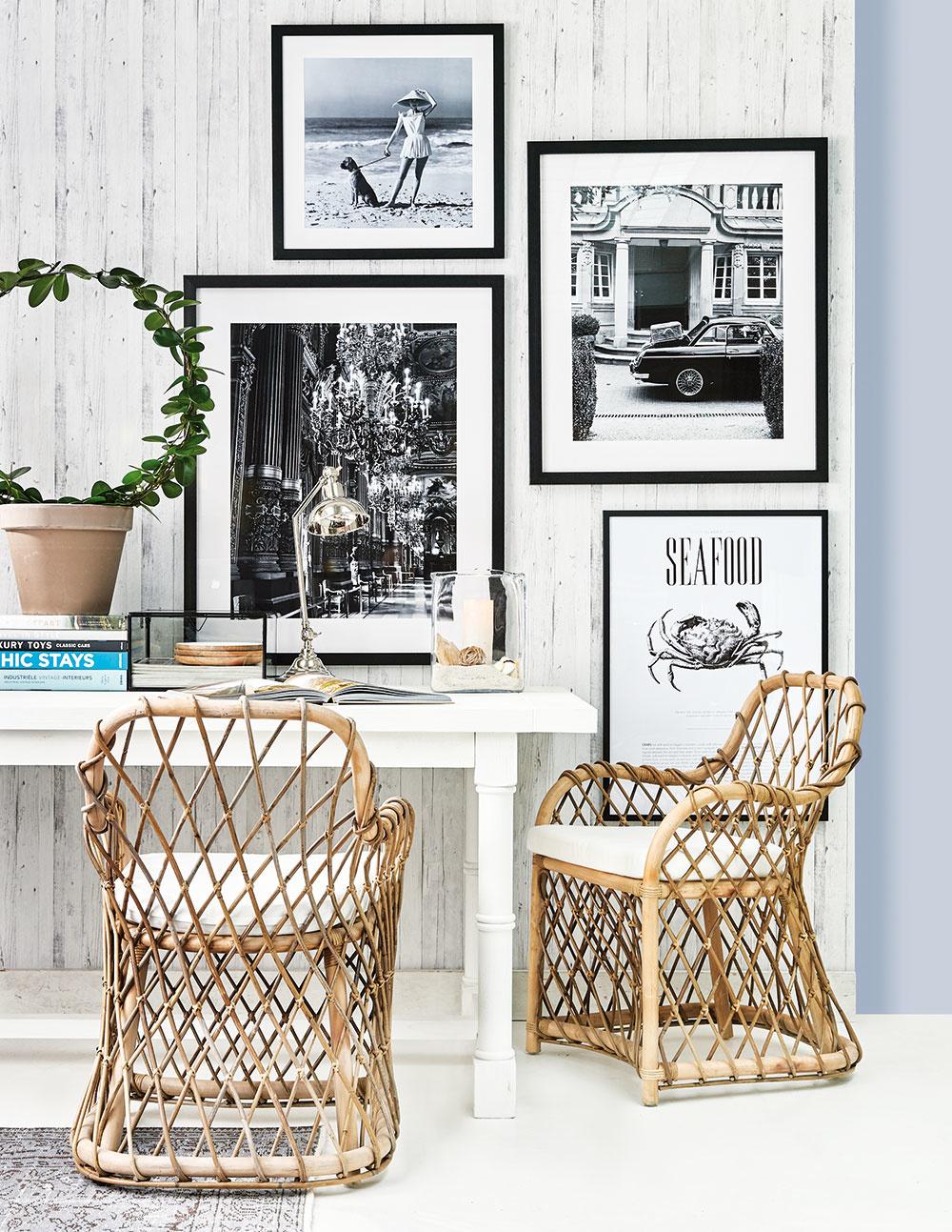 Nadčasové kúsky majú vjeho obývačke svoje pevné miesto.