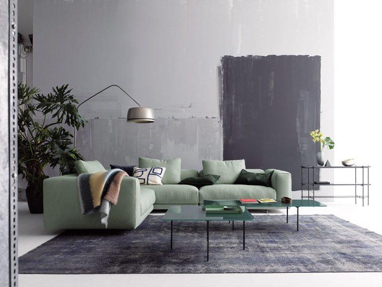 Obývačka v minimalistickom štýle doladená industriálnymi prvkami
