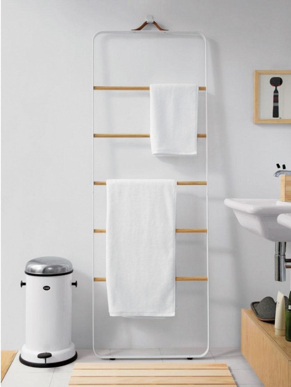 Takmer neviditeľné. Norm Architects navrhujú nadčasové minimalistické kúsky na odkladanie odevov, uterákov či ponožiek, ktoré stratili svoj pár. Bez zbytočných dvierok avŕtania, nekomplikované avždy poruke. Viac na www.miliashop.com.