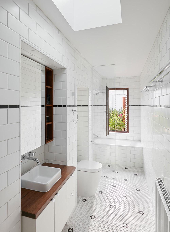 Väčšie neznamená vždy aj lepšie: Malý a úzky dom vás o tom presvedčí!
