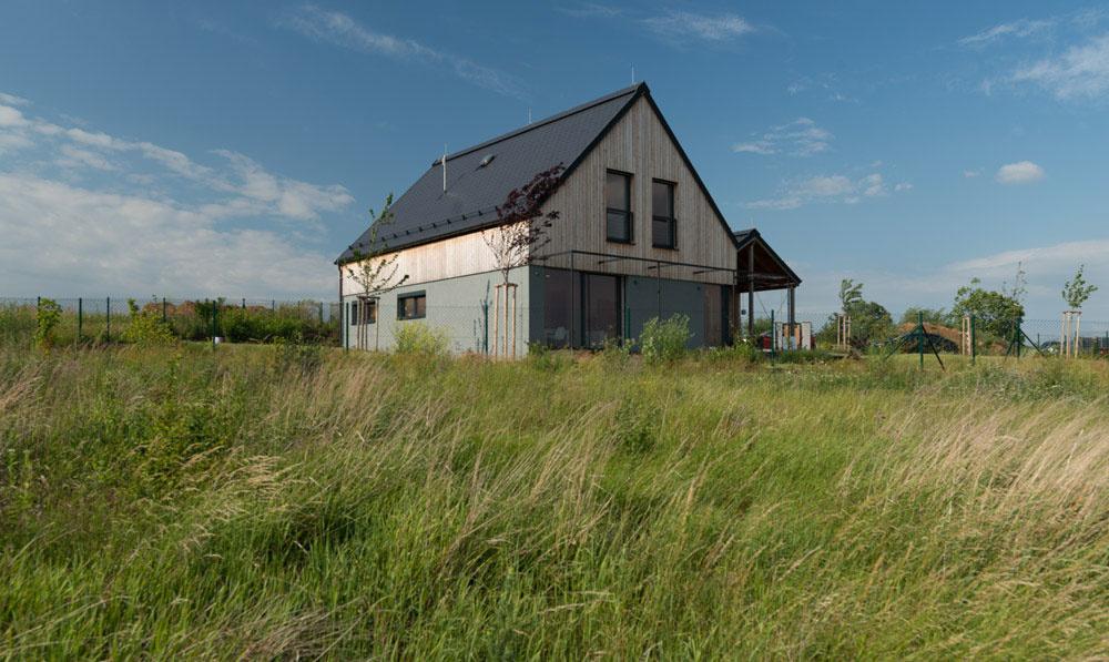 Pasívny drevený dom na veternom kopci