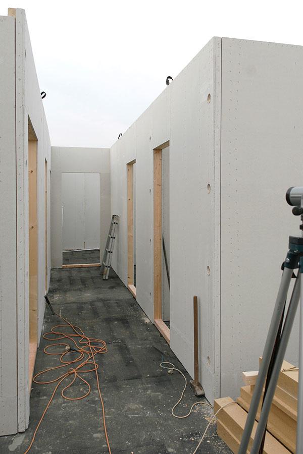 Ako sa býva v montovanej drevostavbe pri Nitre, ktorú postavili za 4 mesiace (VIDEO)