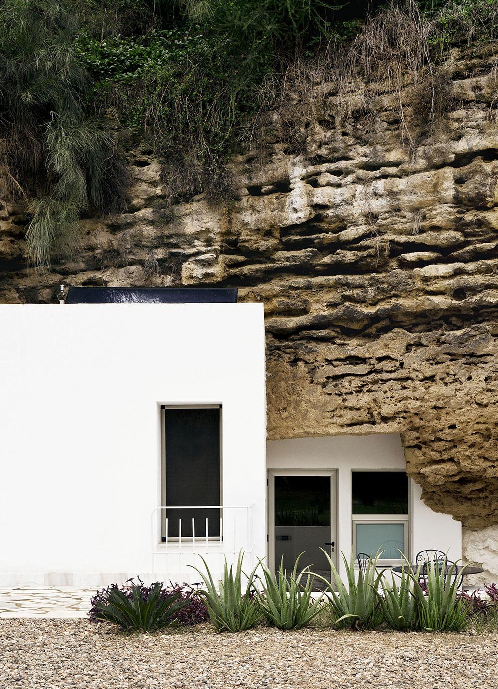 Španielski architekti vytvorili jedinečný dom v skale