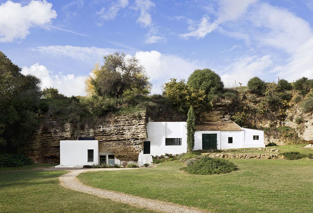 Návrat do jaskyne: Španielski architekti vytvorili jedinečný dom v skale