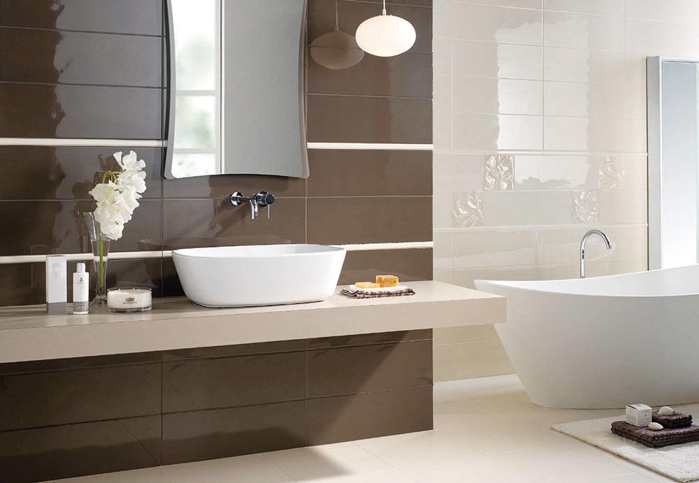 Vysoký lesk  Dokáže malé kúpeľne opticky zväčšiť tak, že odráža svetlo, ktoré do nich dopadá  či celkovo zosvetliť interiér za pomoci obkladov svetlých farieb. Údržba lesklého obkladu je veľmi jednoduchá, no vyžaduje si pravidelnejšie čistenie, ak chcete mať kúpeľňu krásne vyleštenú. Nezriedka sa zvykne lesklý obklad kombinovať smatným. Obklad Antiqua predávajú Kúpeľne Ptáček.