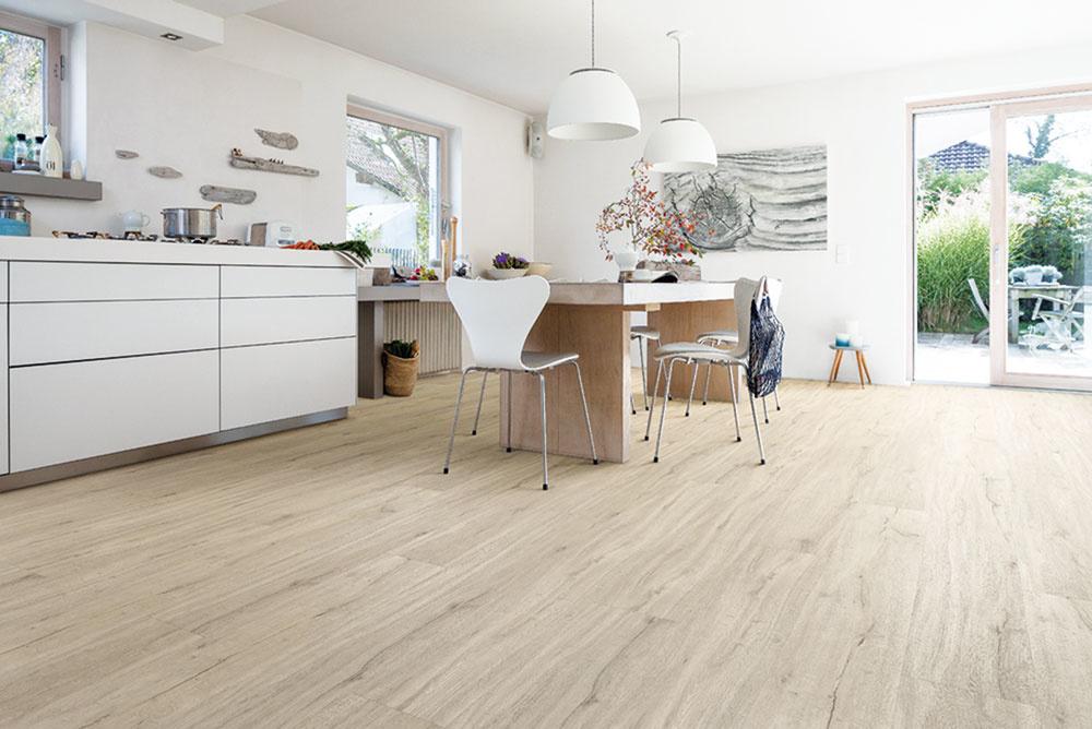 Odolné vinylové podlahy majú dnes štruktúrované povrchy a dokonalé kresby imitujúce drevené povrchy, keramické dlažby, kamenné podlahy, ba dokonca aj podlahy zo štiepaného kameňa. Ideálne sú aj do kuchyne.