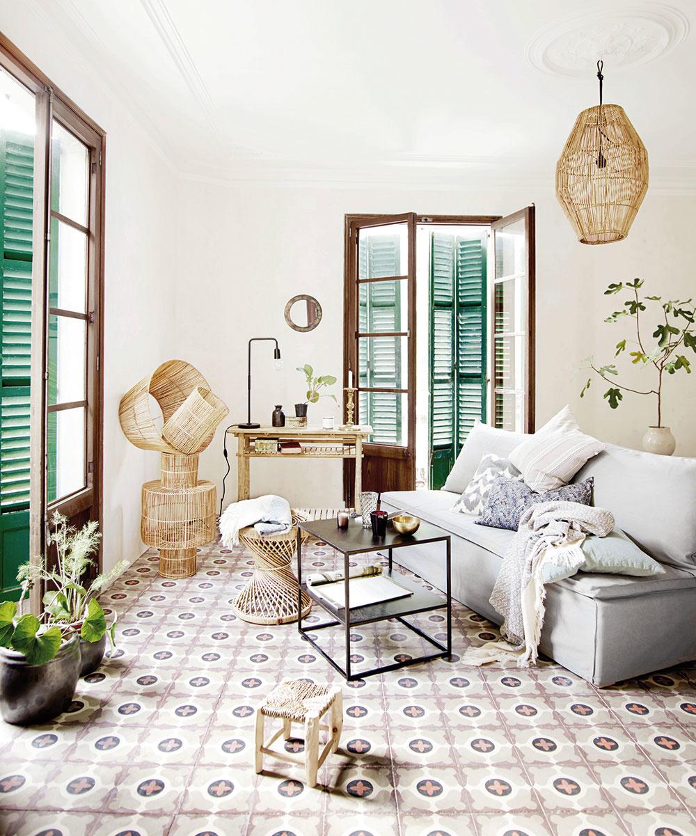 Príručný stolík, ručne vyrobený, ratan 40 × 47 cm, 152,50 €, www.tinekhome.com