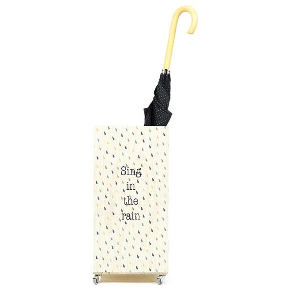 Stojan na dáždniky nie je staromódny. Ak však patríte ku športovcom avyznávačom kapucní, môžete ho využiť napríklad na hokejky alebo turistické palice.