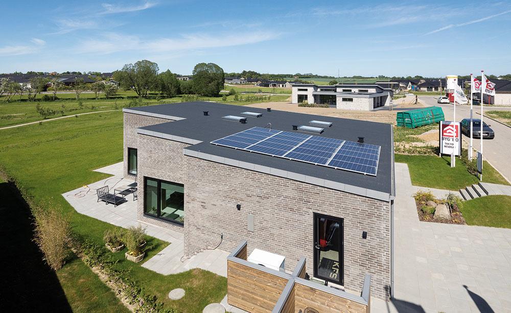 Aktívny dom vdánskom Solbjergu ponúka bývanie veľmi príjemnej budúcnosti. Parametre aktívnej stavby sú vňom dosiahnuté nenásilne, jednoduchými apritom účinnými prostriedkami. Bývate vpríjemnom interiéri plnom svetla, vdotyku sprírodou asnízkonákladovým komfortom. Čo viac si možno od rodinného domu priať?