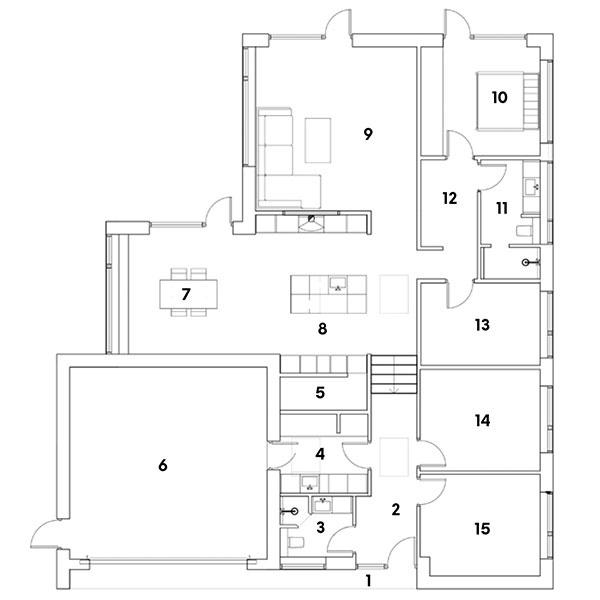 pôdorys  1 krytý vstupný priestor 2 chodba 3 kúpeľňa + WC 4 technická miestnosť/práčovňa 5 komora 6 garáž 7 jedáleň 8 kuchyňa  9 obývačka 10 hlavná spálňa 11 kúpeľňa + WC 12 priechodný šatník/chodba 13 spálňa 14 spálňa 15 spálňa