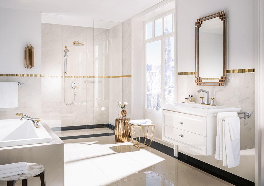 ŠTÝL 5 Honosný glamour  Prepychový vzhľad je pre tých, čo túžia po troške luxusu. Hodí sa najmä tam, kde je veľa priestoru asvetla. Podlahy sú dláždené ahladké, nesmie chýbať veľké zrkadlo zobdobia secesie acelému priestoru dominuje sprcha sluxusnou sprchovacou hlavicou. Ak nemáte dostatok prostriedkov na drahé materiály, jestvuje množstvo cenovo dostupných napodobenín.