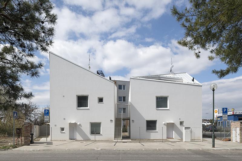 Hybrid medzi rodinným a bytovým domom na Priekopníckej ulici. Žeby projekt budúcnosti?