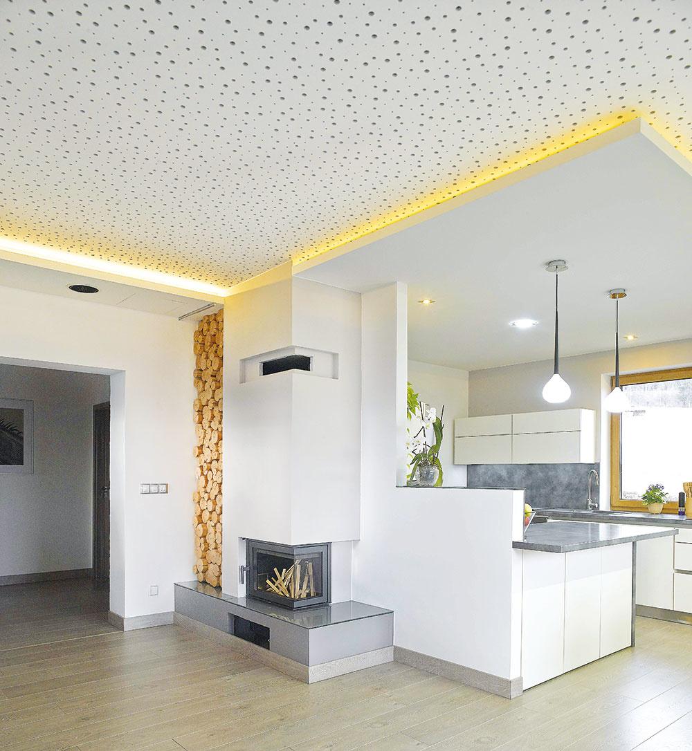 Sadrokartónové dosky sa obvykle montujú na samostatne stojacu hliníkovú konštrukciu, ktorá umožňuje prerušiť prenos zvuku ďalej do podlahy, stien alebo stropu. Môžu byť umiestené pred existujúcou stenou alebo tvoriť nové priečky.
