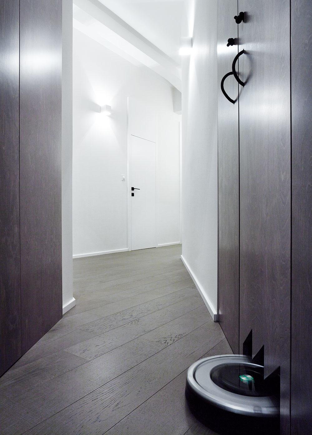 Vyriešenie úložných priestorov, ktoré boli vpôvodnej dispozícii nedostatočné, bolo jednou zúloh pre architektku zo štúdia SMLXL.