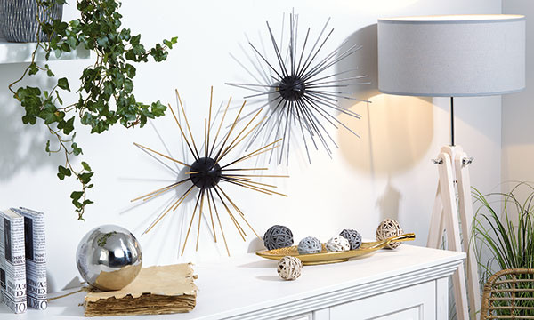 Nástenná dekorácia z dreva a polystyrénu