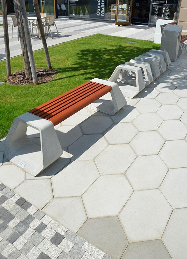 Nevšedná hexagonálna dlažba H-E-X a mestský mobiliár