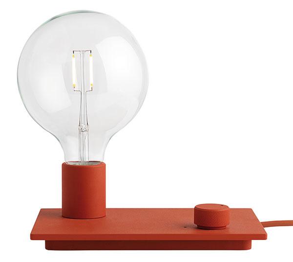 Control od značky Muuto, lakovaný hliník, 23 × 21 × 16 cm, stmievateľná, viac farieb, 149 €, www.designville.sk