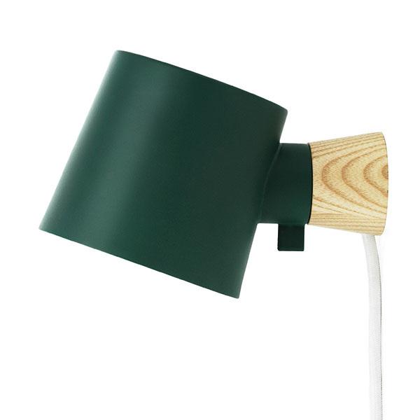 Rise, jaseňové drevo, lakovaný kov, 17 × 9,7 × 10 cm, dĺžka kábla 2 m, viac farieb, 93,75 €, www.normann-copenhagen.com