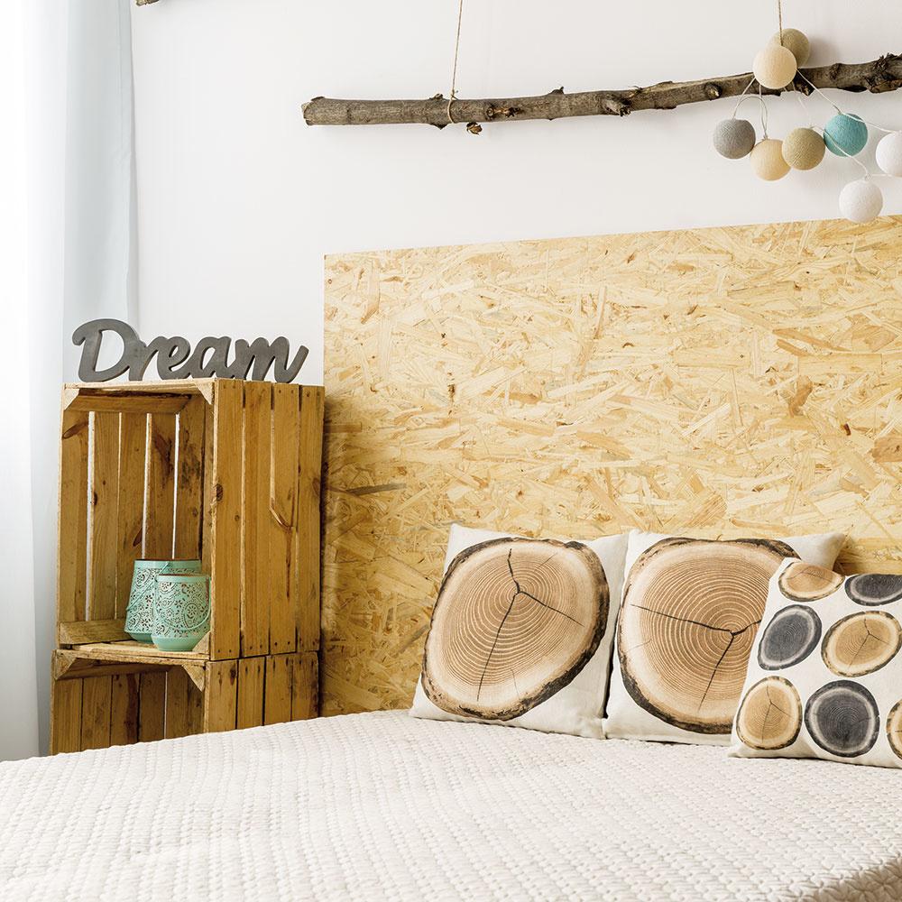 Ekologický trend Drevené debničky ako skrinky na odkladanie drobností, korková stena nahrádzajúca čelo postele, dekoračné suché konáre zavesené na špagáte. Využite prírodné materiály avytvorte si krásne ekologické dekorácie, ktoré prinesú do vášho interiéru jedinečnú atmosféru. Navyše, vmnohých prípadoch nejde len oestetické, ale aj o veľmi funkčné prvky vinteriéri.