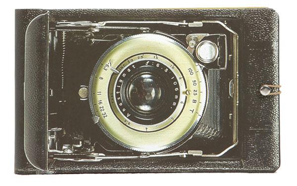 Fotoalbum s motívom fotoaparátu Galison, 9,95 €, www.zoot.sk