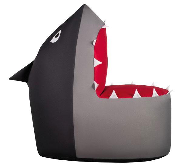 Detský sedací vak Sit and Chill Shark, rozmery 60 × 90 × 90 cm, 100 % polyester (vonkajšia časť), polystyrénové guľôčky (výplň), 189 €, www.bonami.sk