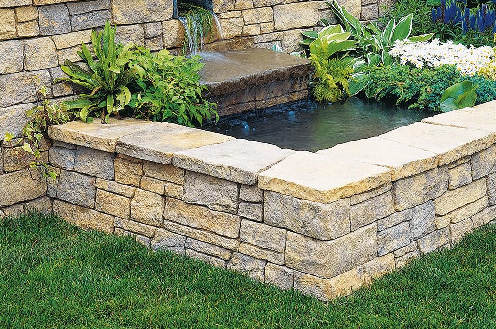 Múrikový systém Bradstone Milldale poskytuje veľký priestor na kreativitu – od záhradných múrikov cez schody až po kvetináče a jazierka. Ich zvláštnosťou je bridlicová štruktúra a farebné tieňovanie, pripomínajúce krajinu z kameňa. Zaoblené a lámané hrany zas dodávajú pôvabný vzhľad škáram. www.semmelrock.sk
