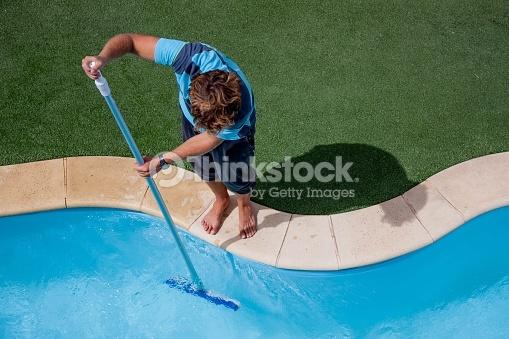 Čistenie je základom starostlivosti o bazén.