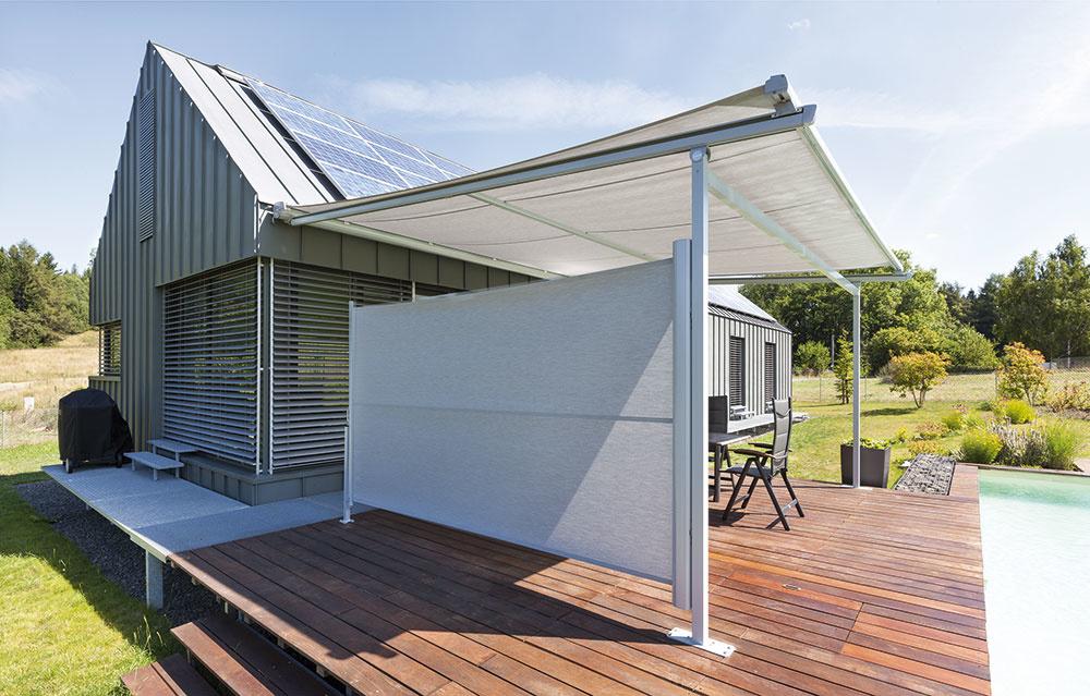 Bočná markíza Sida od značky Climax vám vytvorí súkromie na terase a zároveň vás ochráni pred nepríjemnými slnečnými lúčmi či vetrom. Okrem toho skrášli okolie domu a záhradu. www.servisclimax.sk