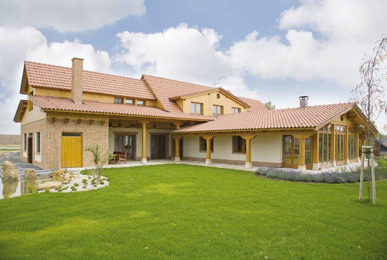 Ako vytvoriť v podkroví rodinného domu so šikmou strechou príjemný obytný priestor