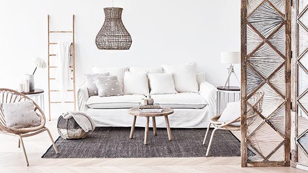 Puristickú atmosféru bielej nenarušia ďalšie neutrálne farby, akými sú najmä sivá, antracitová a odtiene svetlého dreva. WESTWING